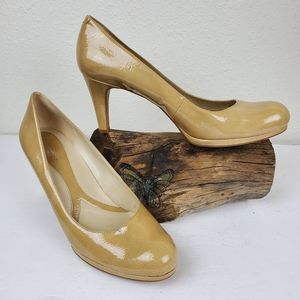 Naturalizer nude patent leather pumps round toe
